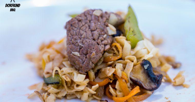Flank Steak mit gebratenen Nudeln